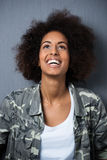 Giovane donna afroamericana allegra Fotografia Stock