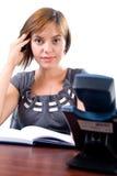 Giovane donna all'ufficio Immagini Stock
