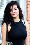 Giovane donna allegra all'aperto la forza e la vitalità Immagine Stock Libera da Diritti