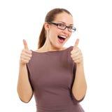 Giovane donna allegra che mostra segno GIUSTO Fotografie Stock