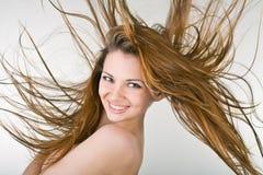 Giovane donna allegra con capelli di sviluppo Fotografie Stock Libere da Diritti