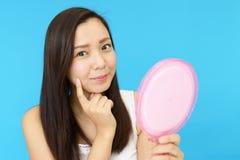 Giovane donna asiatica attraente immagini stock libere da diritti