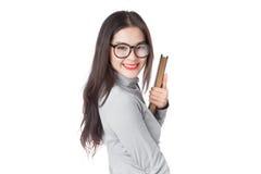 Giovane donna asiatica con i vetri d'uso del fronte sorridente con la HOL della mano Fotografia Stock