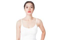Giovane donna asiatica con il fronte sorridente isolato su bianco Immagine Stock Libera da Diritti