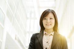 Giovane donna asiatica di affari Fotografia Stock Libera da Diritti