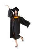 Giovane donna asiatica sorridente felice di graduazione Immagine Stock