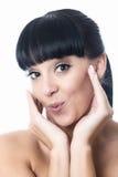 Giovane donna attraente allegra sveglia felice che sembra per favore Fotografia Stock Libera da Diritti