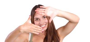 Giovane donna attraente che incornicia le sue mani Fotografia Stock Libera da Diritti