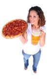 Giovane donna attraente con alimento e la bevanda Fotografie Stock Libere da Diritti