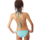 Giovane donna bagnata in bikini blu Fotografia Stock