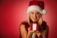 Giovane donna bionda attraente in vestito dal Babbo Natale - christmass Fotografie Stock Libere da Diritti