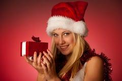 Giovane donna bionda attraente in vestito dal Babbo Natale - christmass Immagini Stock