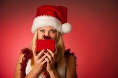 Giovane donna bionda attraente in vestito dal Babbo Natale - christmass Immagine Stock Libera da Diritti