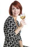 Giovane donna brilla che tiene bicchiere di vino fotografie stock