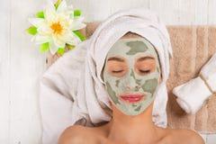 Giovane donna in buona salute con la maschera di protezione Fotografia Stock