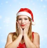 Giovane donna in cappello di Santa con il gesto espressivo Fotografia Stock