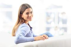Donna felice che si rilassa a casa Fotografia Stock Libera da Diritti