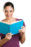 Giovane donna casuale che legge un libro Fotografia Stock