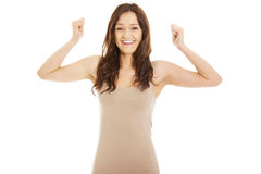 Giovane donna casuale con il gesto del vincitore Immagine Stock