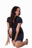 Giovane donna caucasica che porta vestito casuale blu Fotografia Stock Libera da Diritti