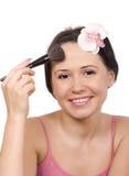 Giovane donna che applica polvere Immagine Stock Libera da Diritti