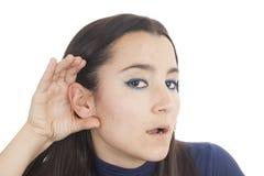 Giovane donna che ascolta il gossip Immagini Stock Libere da Diritti