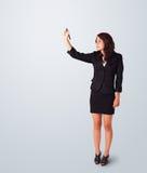 Giovane donna che attinge lavagna Immagini Stock