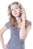 Giovane donna che comunica dal mobile Fotografie Stock Libere da Diritti
