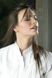 Giovane donna che daydreaming Immagini Stock Libere da Diritti