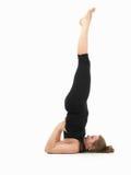 Giovane donna che dimostra posa difficile di yoga Immagini Stock Libere da Diritti