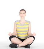 Giovane donna che fa gli esercizi di forma fisica isolati su fondo bianco Fotografia Stock Libera da Diritti