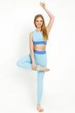 Giovane donna che fa yoga Fotografia Stock Libera da Diritti