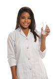Giovane donna che giudica un laboratorio di vetro Fotografia Stock