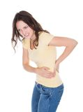 Giovane donna che ha dolore alla schiena Fotografia Stock