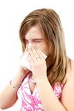 Giovane donna che ha influenza o allergia Fotografia Stock