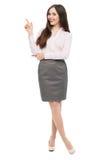 Giovane donna che indica in su Immagine Stock