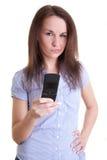 Giovane donna che legge messaggio difettoso Immagini Stock Libere da Diritti