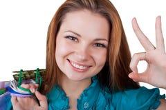 Giovane donna che mostra bene Fotografie Stock Libere da Diritti