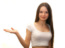 Giovane donna che mostra qualcosa Immagini Stock Libere da Diritti
