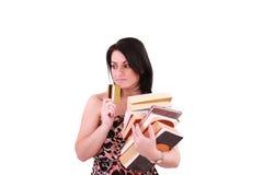 Giovane donna che paga le alte fatture con la carta di credito Immagini Stock