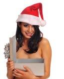 Giovane donna che porta il cappello rosso della Santa immagine stock