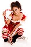 Giovane donna che porta il costume rosso della Santa immagini stock