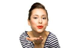 Giovane donna che salta un bacio Fotografie Stock Libere da Diritti