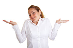 Giovane donna che scrolla le spalle con lei Fotografia Stock