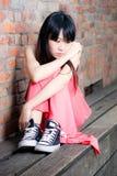 Giovane donna che sembra triste Fotografie Stock