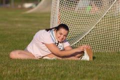 Giovane donna che si esercita all'aperto Fotografie Stock