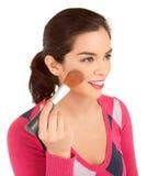 Giovane donna che spolverizza la sua guancica Fotografia Stock