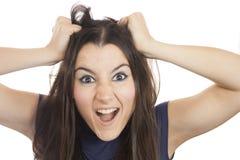 Giovane donna che strappa i suoi capelli fuori Fotografie Stock
