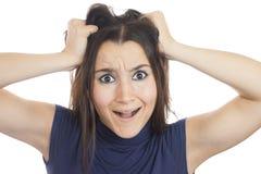 Giovane donna che strappa i suoi capelli fuori Fotografie Stock Libere da Diritti