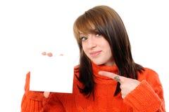 Giovane donna che tiene scheda bianca vuota Fotografia Stock